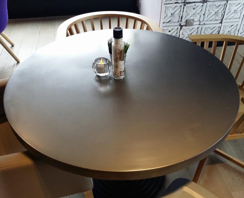 table recouverte de métallisation